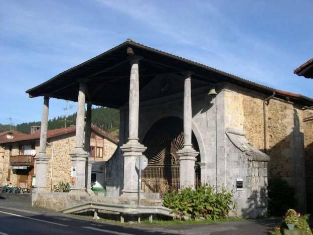 Euskal Herriko Ahaide Nagusiak erakusketea ikusgai dago Ermitabarrin